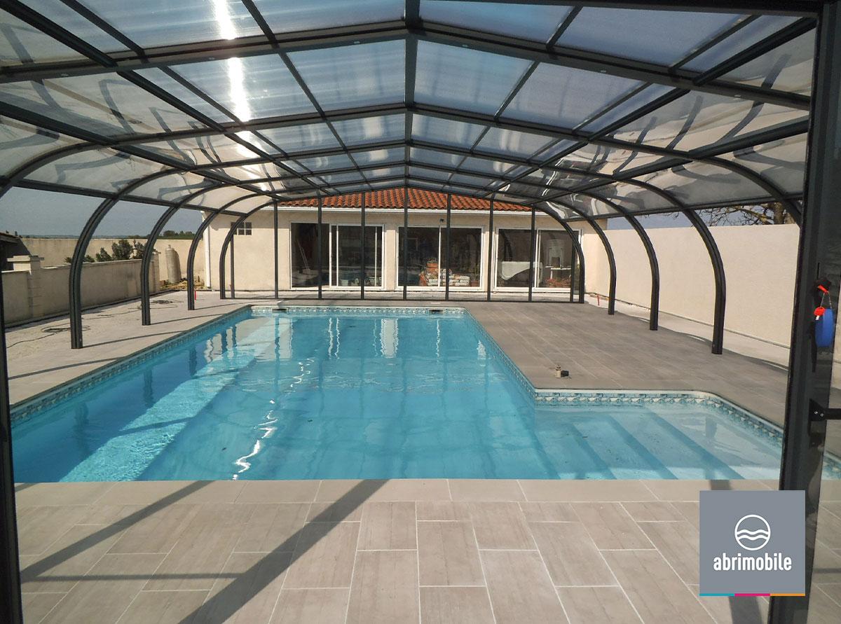 Abri de piscine grande largeur cintré fixe