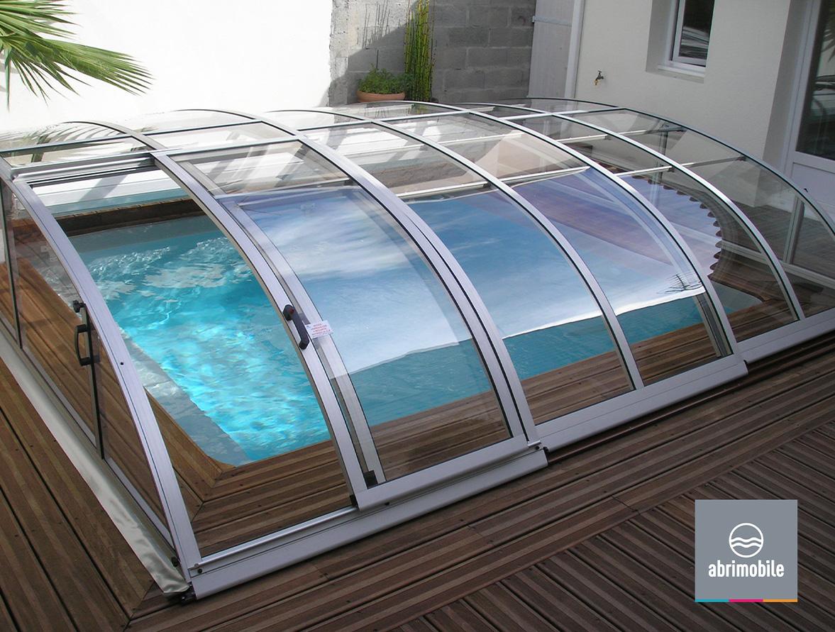 Abri de piscine très bas